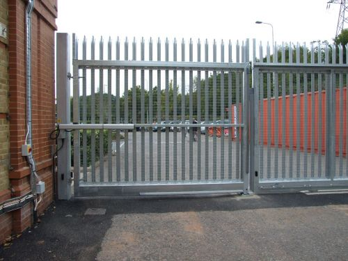 Automated palisade gate, installed with sliding gate at the goods in access of a major supermarket chain.
