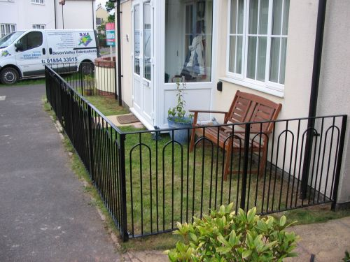 This pretty railing has a simple lightweight design that suits this small garden in Willand perfectly.