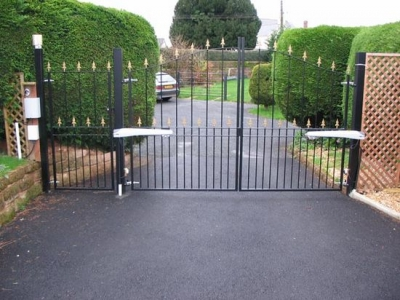 Drive gates and posts fabricated in mild steel, Devon